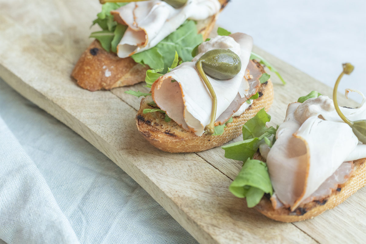 Crostini met vitello tonnato